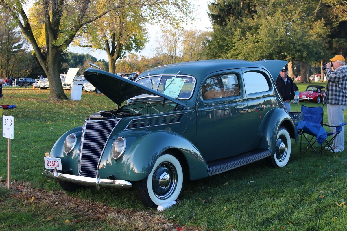 2015_AACA_Hershey_Fall_Meet_Car_Show-011