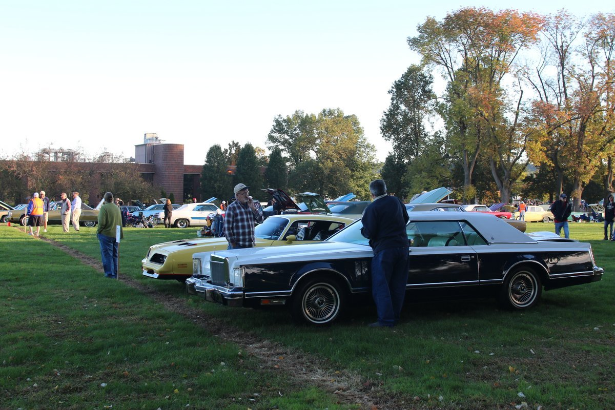 2015_AACA_Hershey_Fall_Meet_Car_Show-019