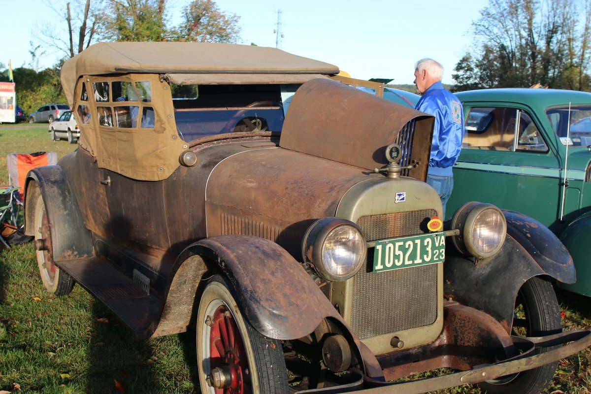 2015_AACA_Hershey_Fall_Meet_Car_Show-028