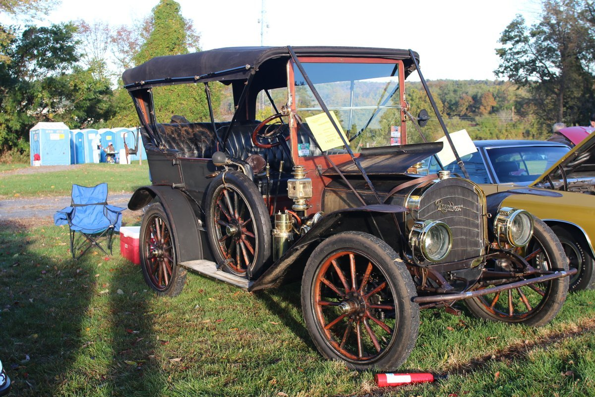 2015_AACA_Hershey_Fall_Meet_Car_Show-033