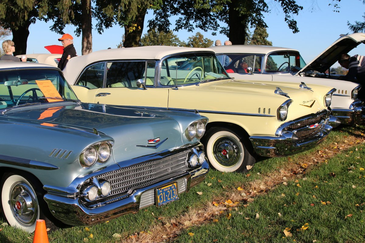 2015_AACA_Hershey_Fall_Meet_Car_Show-053