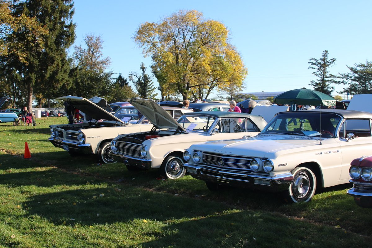 2015_AACA_Hershey_Fall_Meet_Car_Show-054