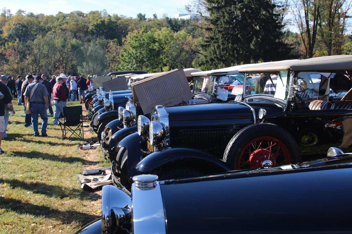 2015_AACA_Hershey_Fall_Meet_Car_Show-083
