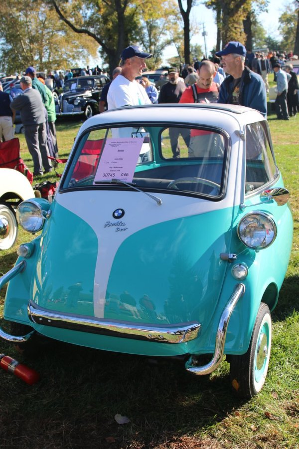 2015_AACA_Hershey_Fall_Meet_Car_Show-084