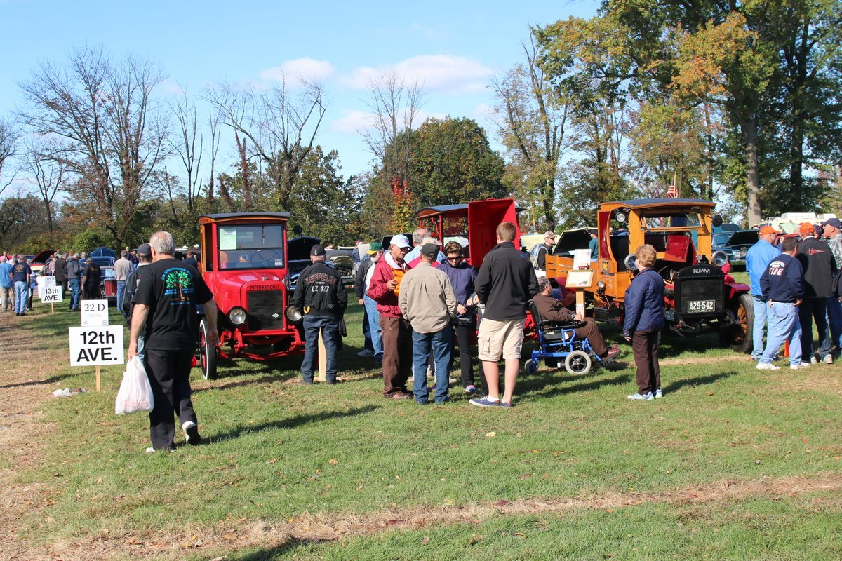 2015_AACA_Hershey_Fall_Meet_Car_Show-094