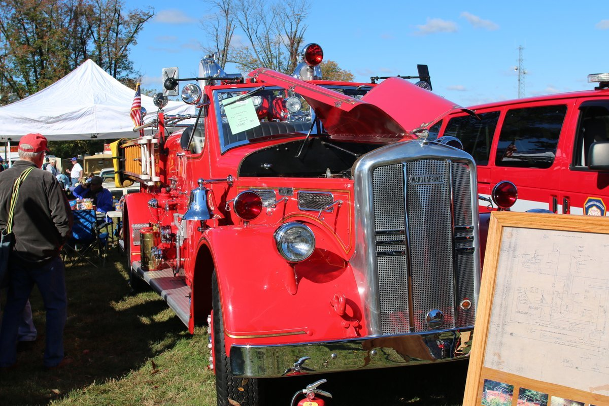 2015_AACA_Hershey_Fall_Meet_Car_Show-095