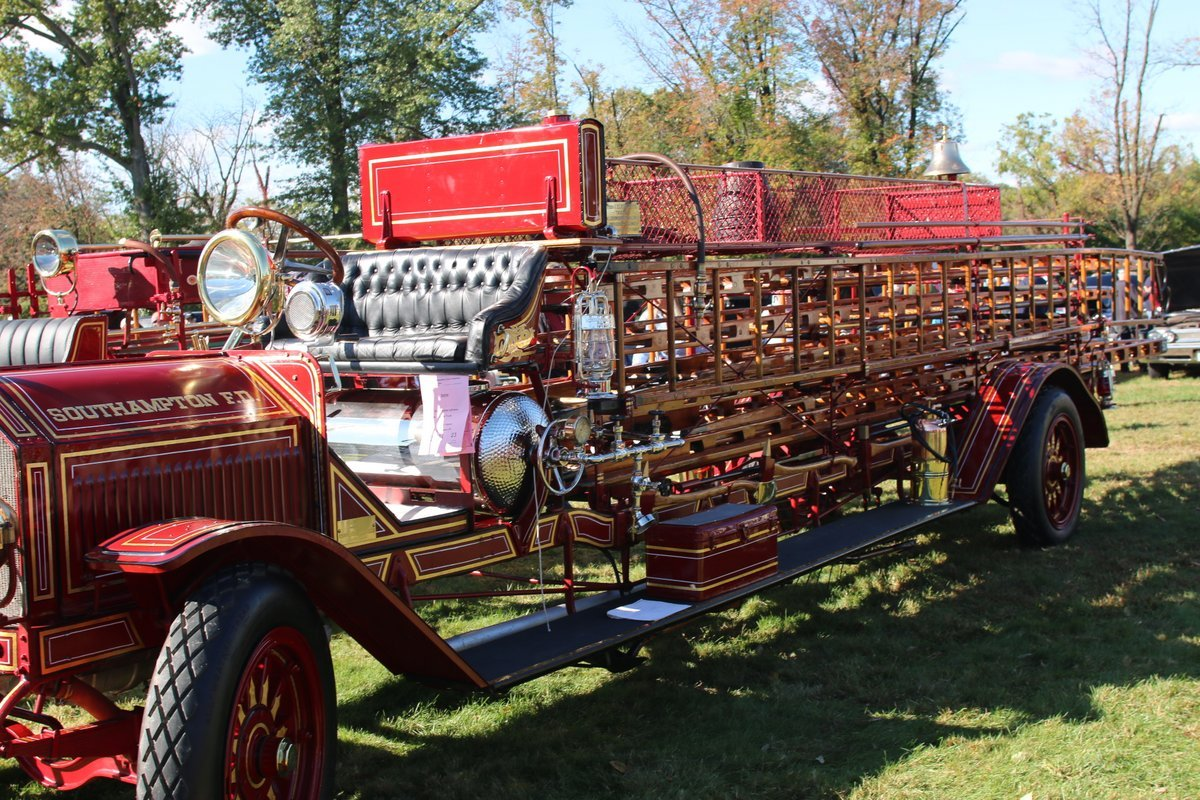 2015_AACA_Hershey_Fall_Meet_Car_Show-097