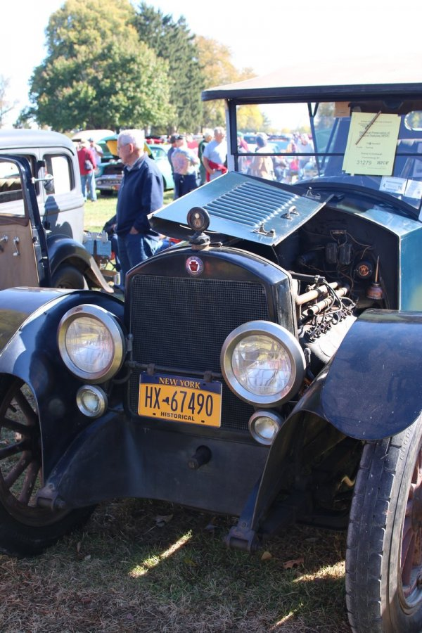 2015_AACA_Hershey_Fall_Meet_Car_Show-100