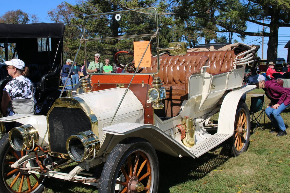 2015_AACA_Hershey_Fall_Meet_Car_Show-106