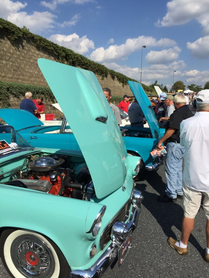 Thursday_2015_AACA_Hershey_Fall_Meet-029